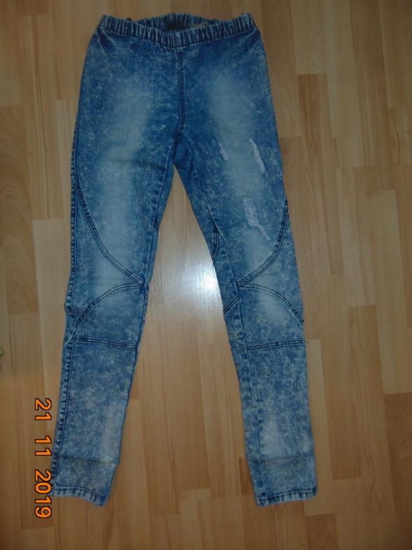 Jeansowe z dziurami...