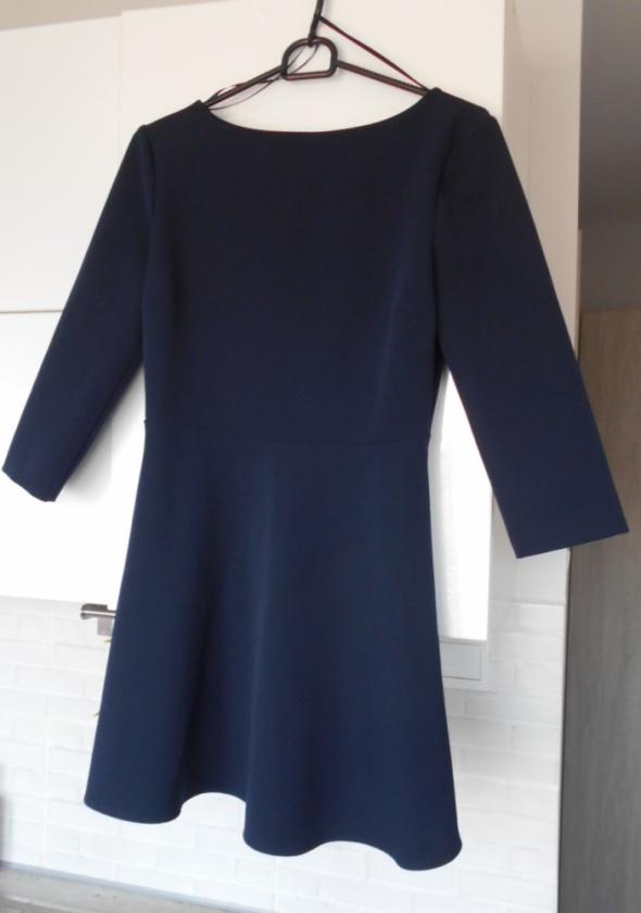 Zara granatowa sukienka rozkloszowana elegancka