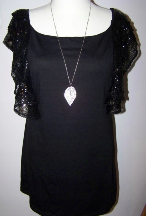 Koktajlowa sukienka falbanki cekiny