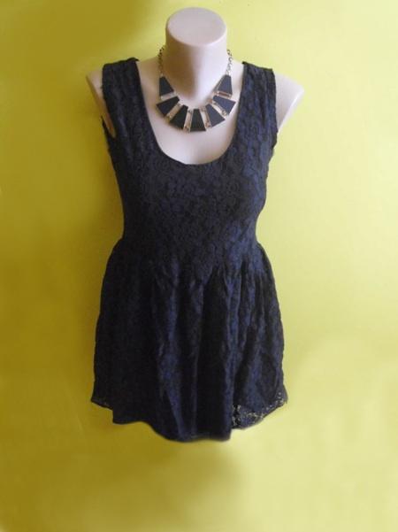 sukienka koronkowa rozklowana krótka