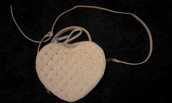 Torebka w kształcie serca z cekinami