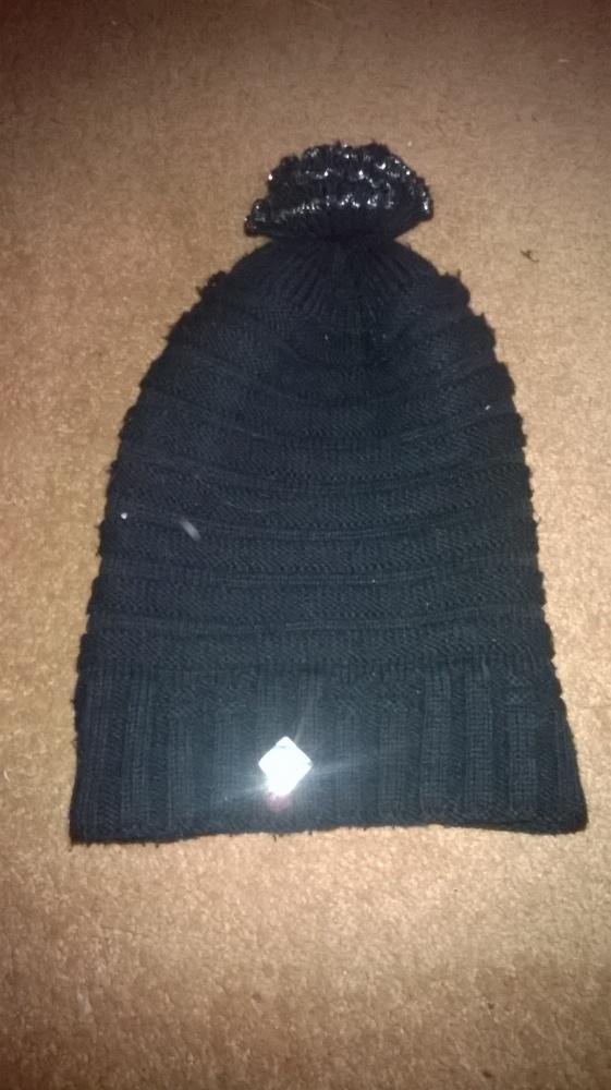 Czarna zimowa czapka