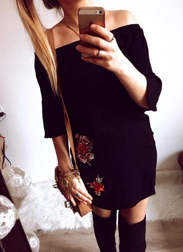 Sukienka Damska w kwiaty haft czarna S