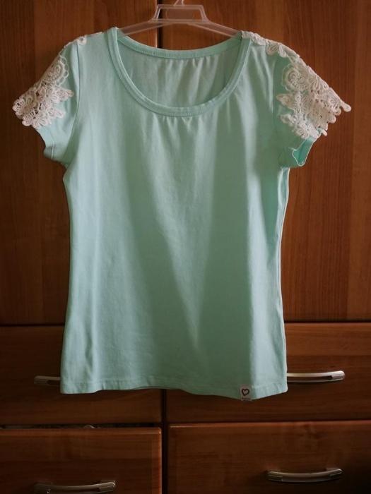miętowa bluzka z krótkim rękawem