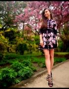 Piękna czarna sukienka w kwiaty...
