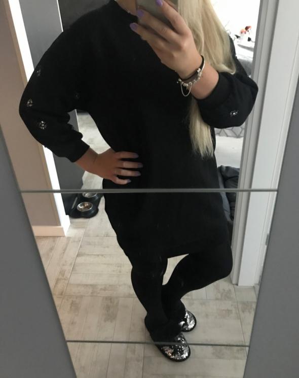 Dresowa czarna sukienka M 38 Reserved cekinowe zdobienie na rękawach