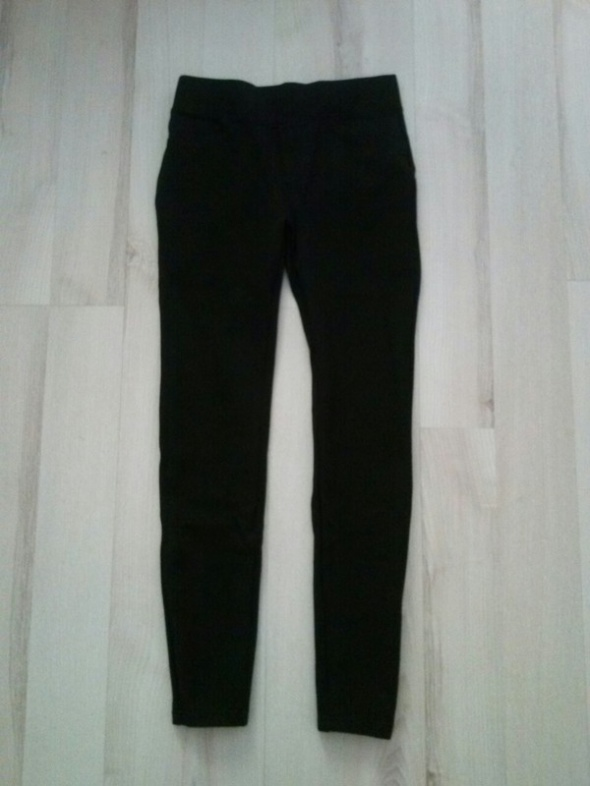 Czarne spodnie push up FB Sister XXS XS