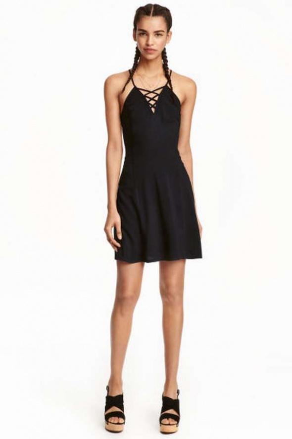 Czarna sukienka H&M xs 34 s 36 rozkloszowana