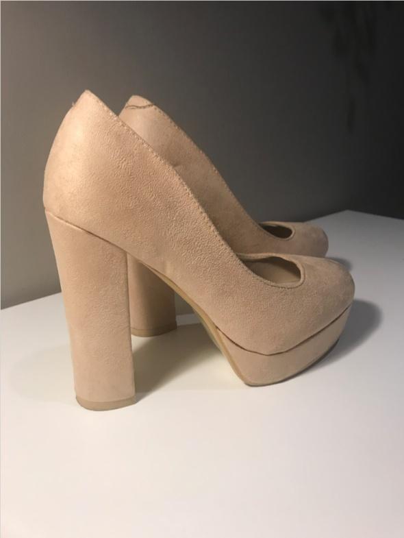 Buty beżowe ecru zamszowe słupek 36