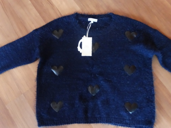 nowy sweter w serca...