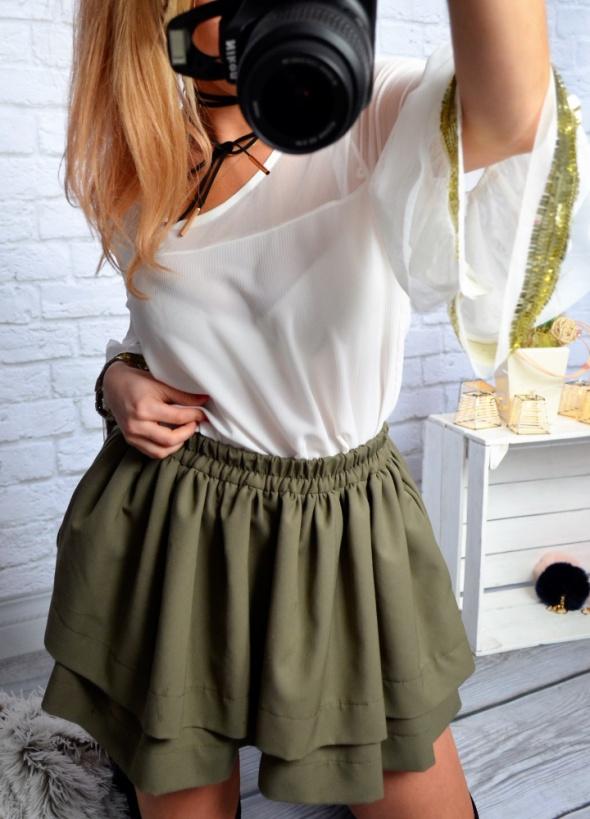 biała bluzka szerokie rekawy cekin