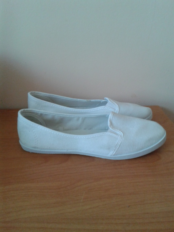 Białe trampki balerinki tenisówki slip on 39 wkładka 255cm nowe...