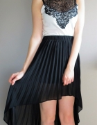 Asymetryczna czarna plisowana spódnica atmosphere...
