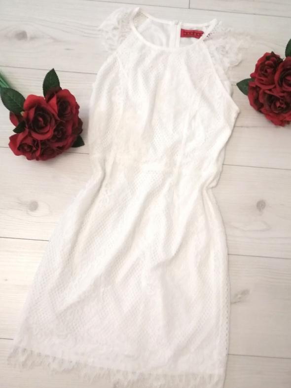 biała koronkowa sukienka s