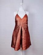 12 40 L ASOS Piękna metaliczna połyskująca sukienka...