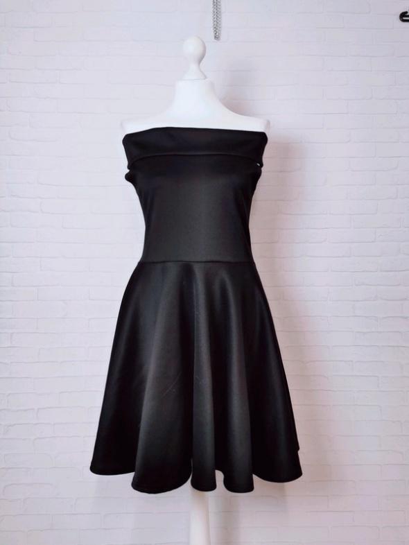 16 44 2XL XXL Boohoo Plus Size Czarna sukienka pięknie opuszczony dekolt ramiona
