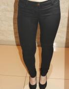 Czarne spodnie damskie Stradivarius 34...