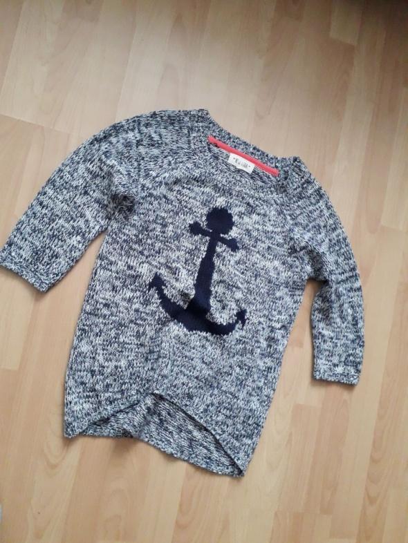 sweter asymetryczny z dłuższym tyłem