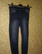 Granatowe elastyczne legginsy rurki 134 cm...