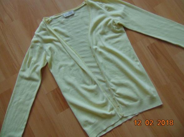 rozpinany elastyczny sweter...