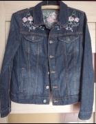 Jeansowa kurtka z haftem...