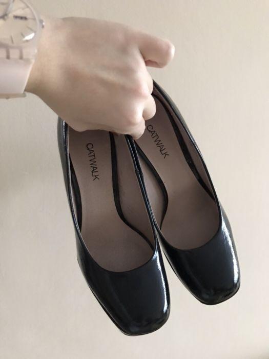 czarne klasyczne szpilki Catwalk 37...