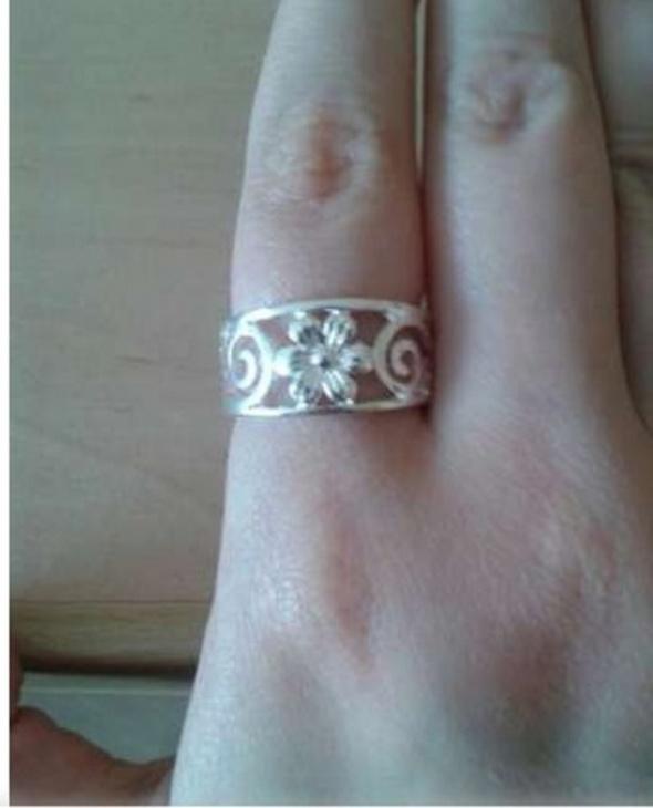 Pierścionki Nowy pierścionek obrączka posrebrzany kwiatek 18mm
