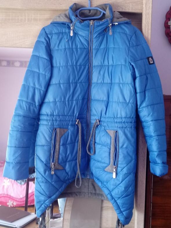 niebieska asymetryczna kurtka
