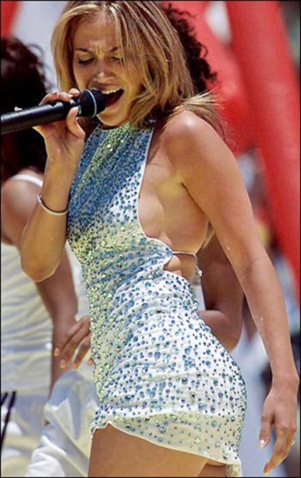 Sukienka Jennifer Lopez biała z kryształkami