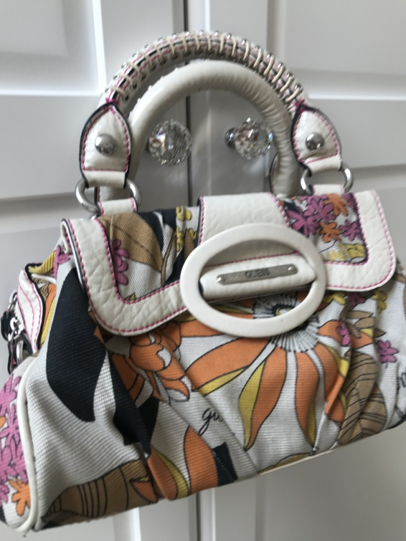 Guess torebka z nadrukiem kolorowa