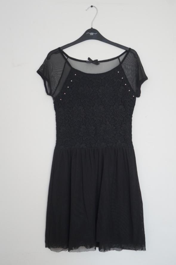 Czarna elegancka sukienka rozmiar S House koronka...
