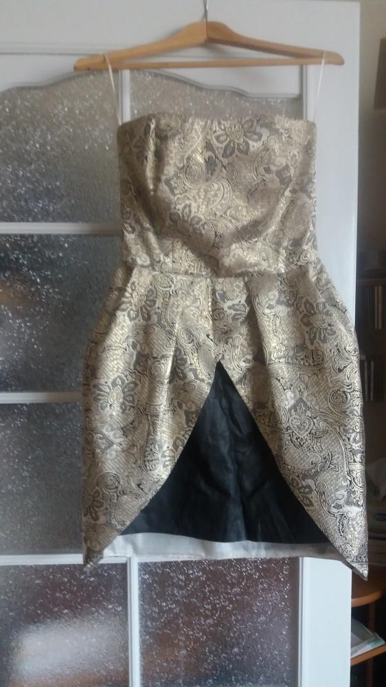 sukienka złoto czarna z wytłaczanymi kwiatami roz38...