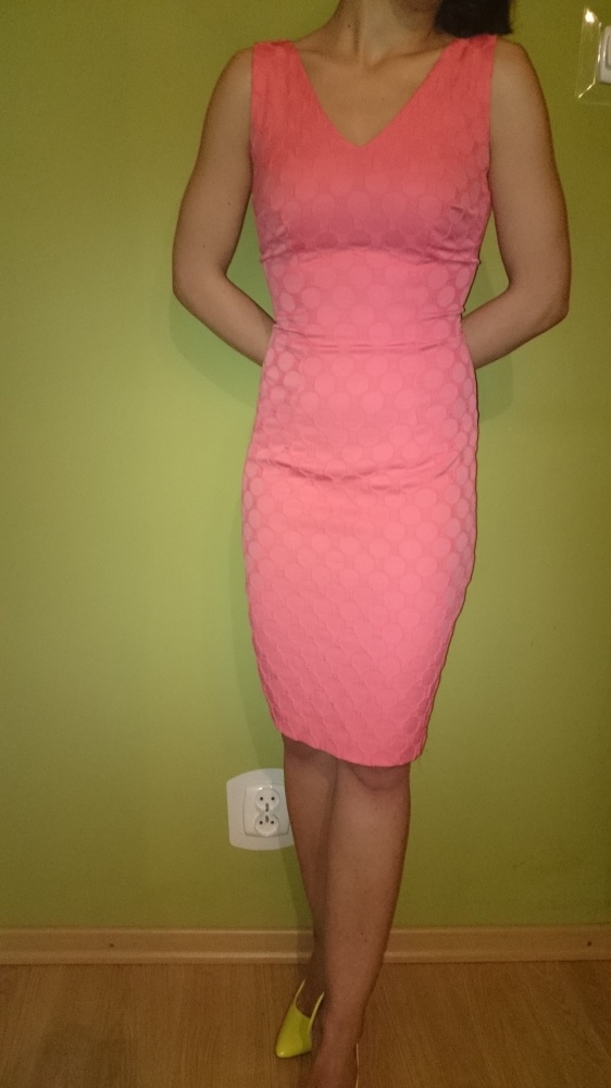 Dopasowana sukienka Mohito