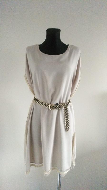 Sukienka ozdobiona małymi złotymi perełkami 42 44 46