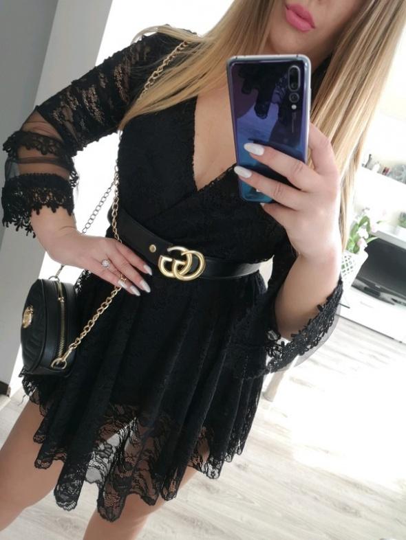 Sukienka tiulowa czarna koronka mega rękawy