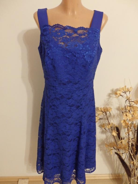 Sukienka szafirowa koronkowa