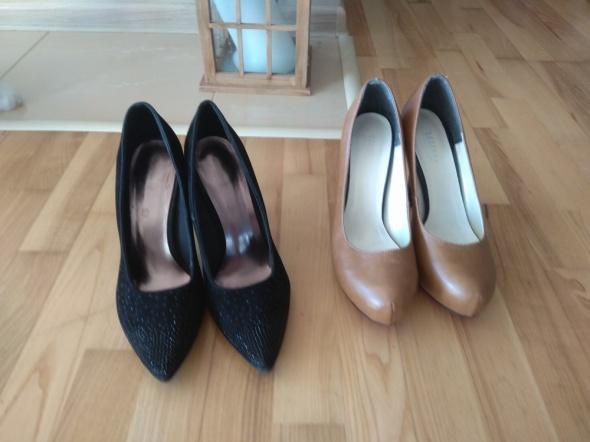 2 pary butów...