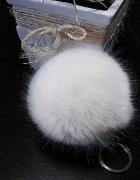 Pompon brelok biały