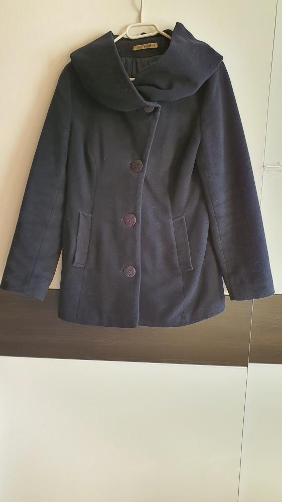 Ciepły wełniany płaszcz