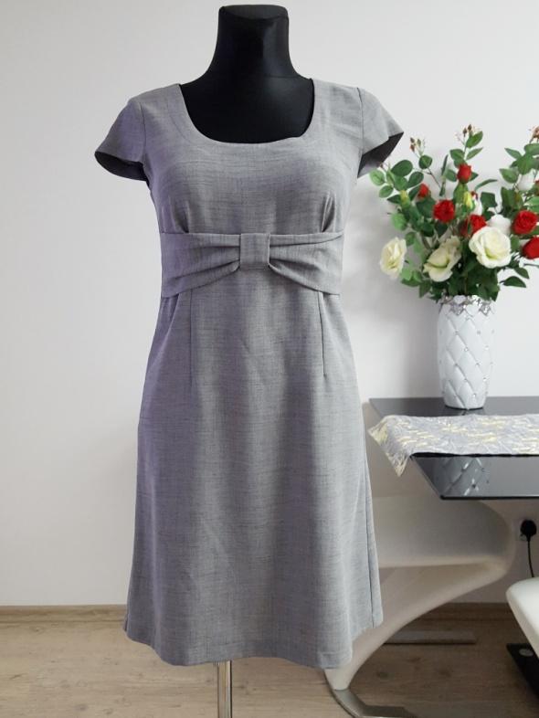 popielata sukienka Anmar