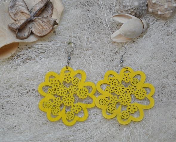 Żółte Słoneczne Kolczyki Kwiaty Kwiatki Drewniane Koronka Koronkowe Ażur Ażurowe Hippie Boho Rasta Lato Letnie