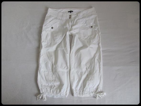 Białe spodnie bojówki do łydki lekkie bawełna 42 XL 44 XXL
