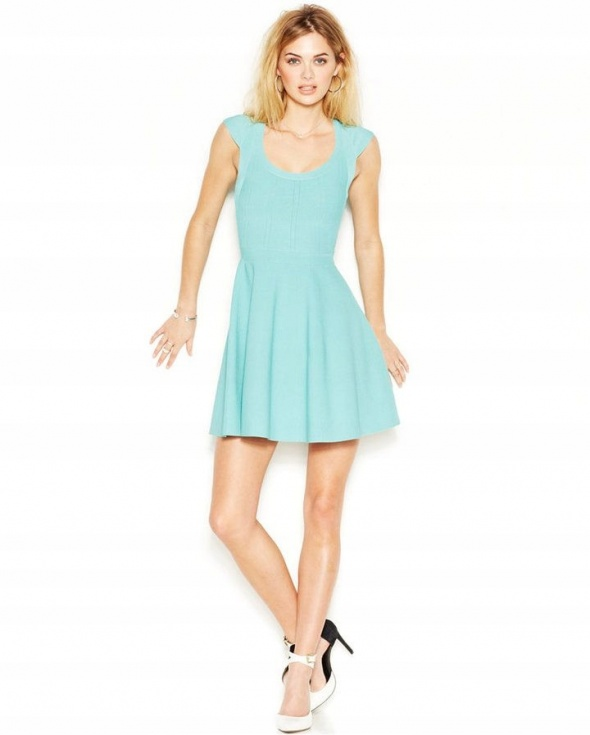 Guess elegancka bandażowa sukienka rozkloszowana 38 M niebieska