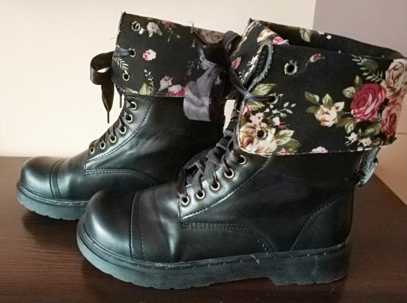 Czarne botki trapery kwiaty