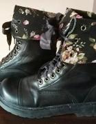 Czarne botki trapery kwiaty...