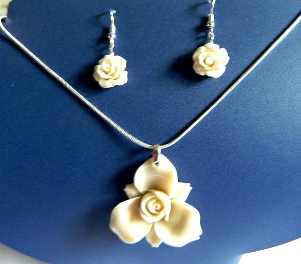 Kremowy koral i srebro zestaw biżuterii kwiaty