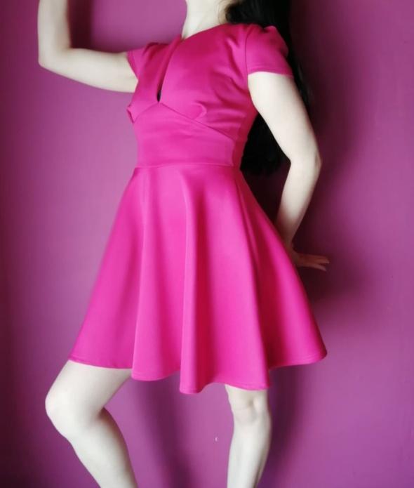 Piękna fuksjowa sukienka