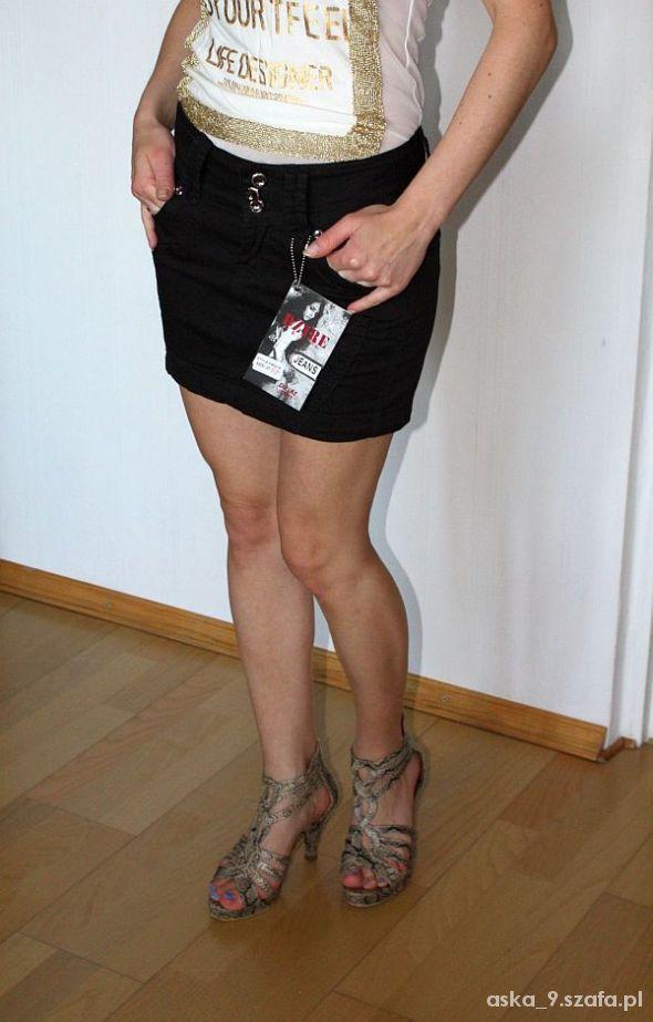 Czarna spódniczka mini