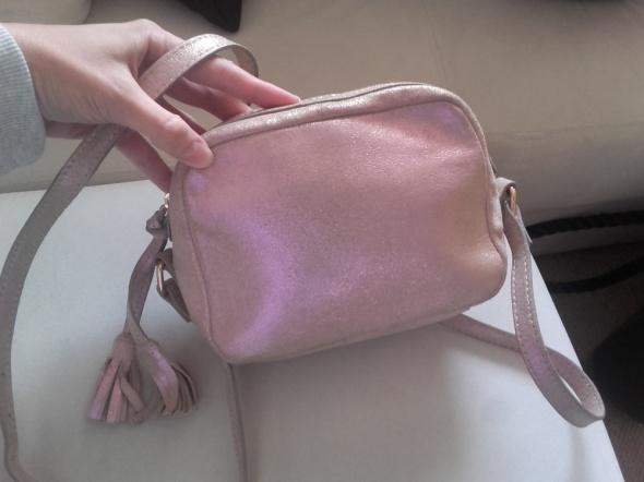Torebki na co dzień Różowa holografoczna torebka z naturalnej skóry listonoszka kuferek