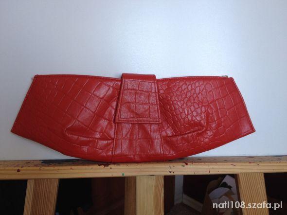 Czerwona torebka na wieczor
